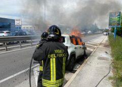 Jeep va a fuoco sul raccordo della Teramo-Mare